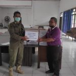 Satpol PP Provinsi Kalteng Salurkan Bantuan Kepada Korban Bencana Banjir Di Provinsi Kalsel